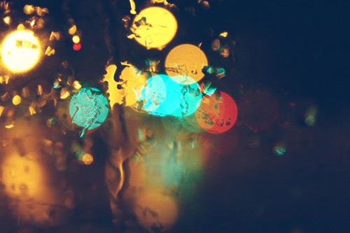 Блики дождливой ночной улицы